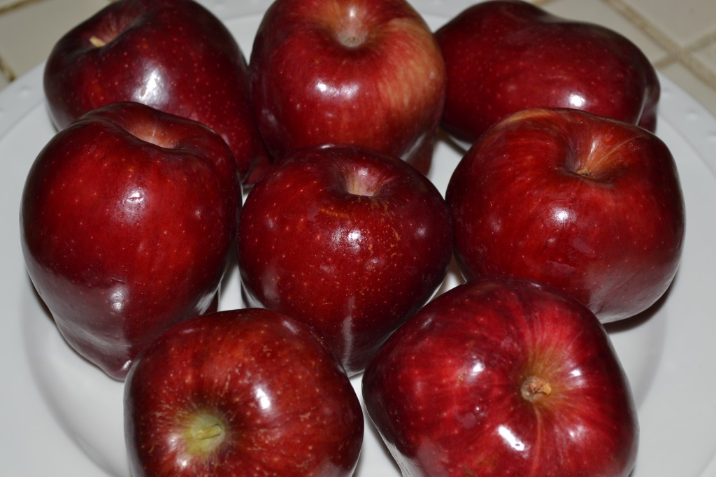 apples on the plate